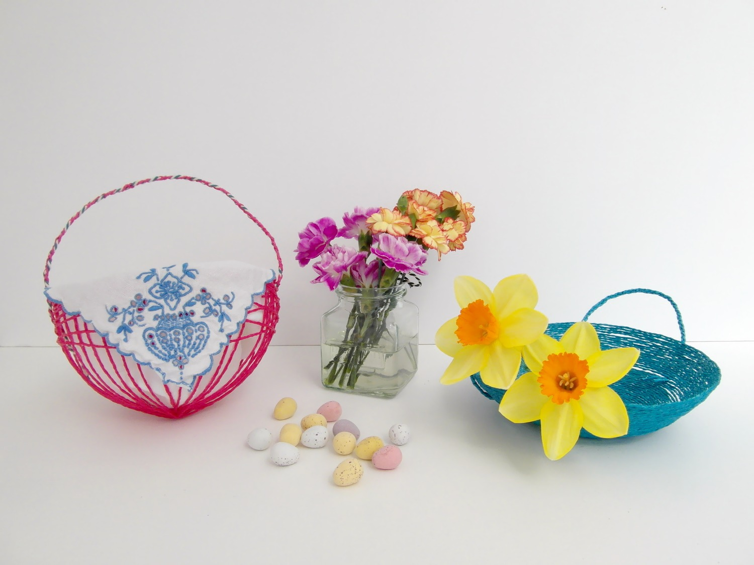 Paper string Easter baskets