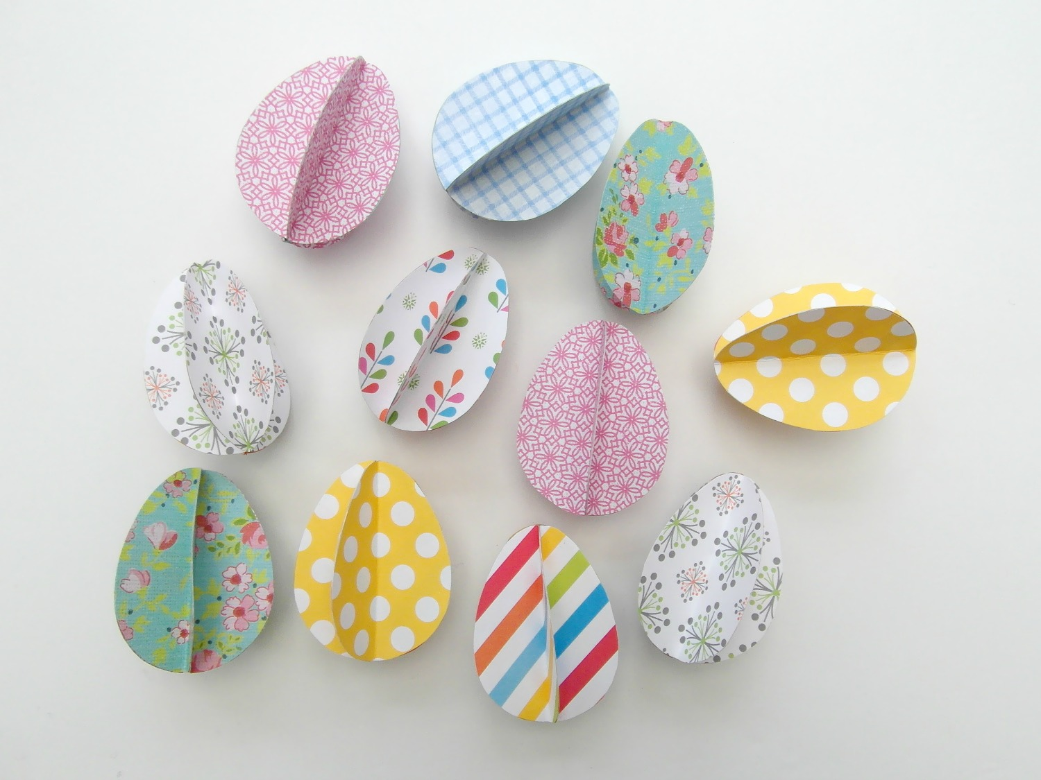 3D Easter paper eggs