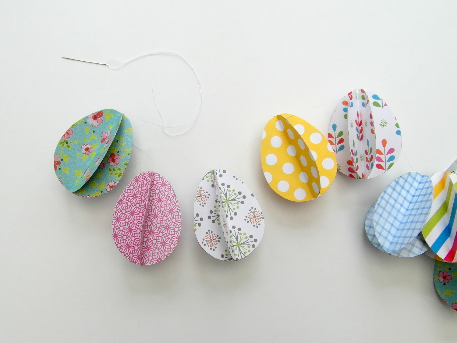 String 3D Easter paper eggs