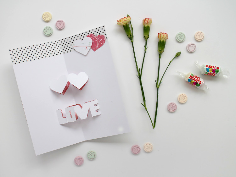 Easy DIY pop-up Valentine's card