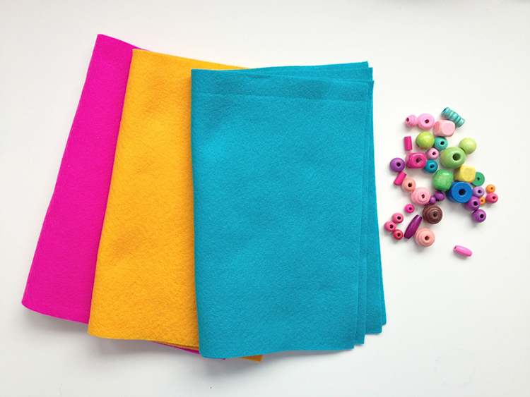 Felt bookmark tutorial materials
