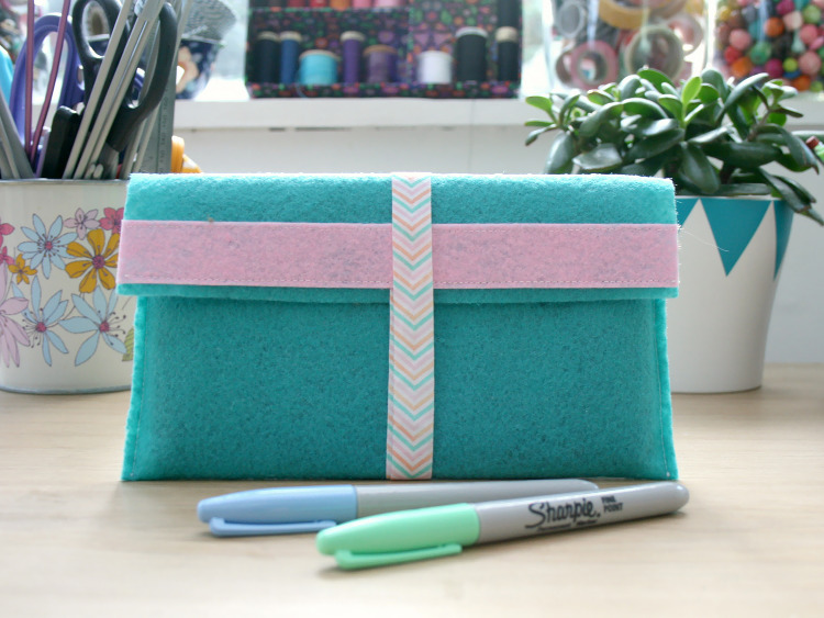 Felt tablet case for gadget protection
