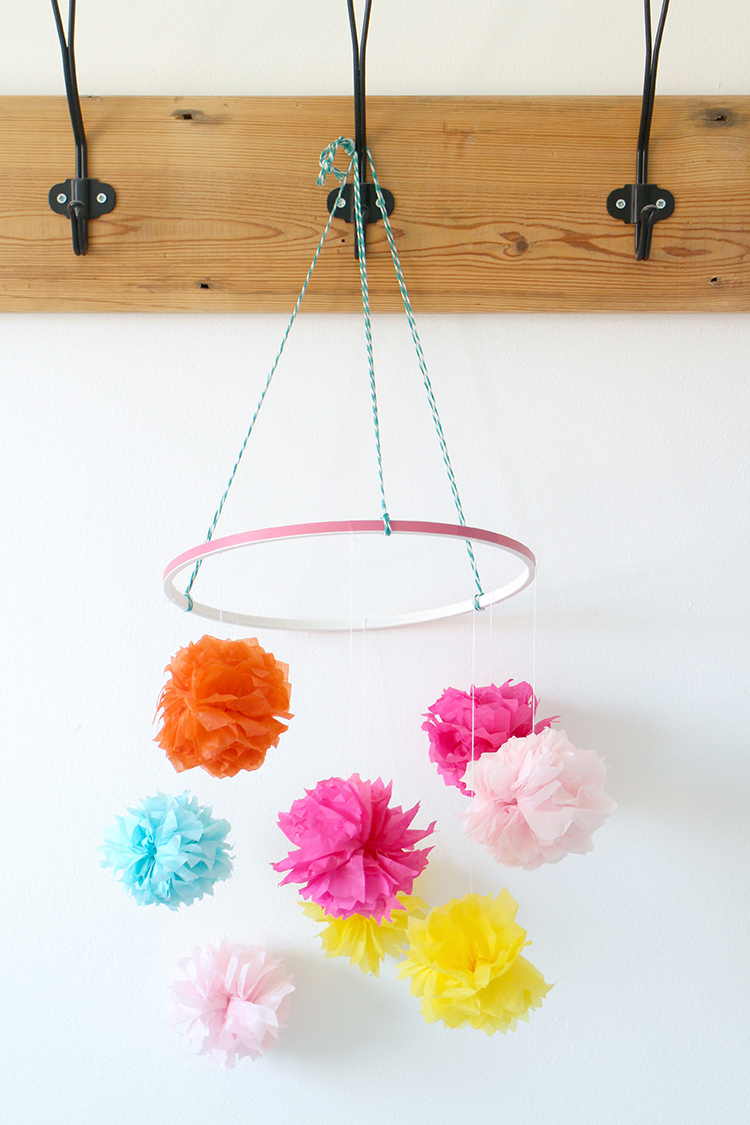 Mini Tutorial: Paper Pom Pom Mobile