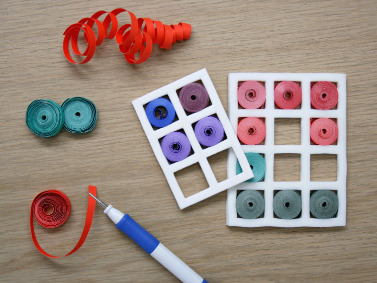 Coloured quilling paper