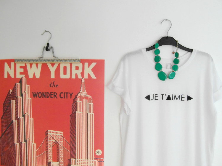 Handmade Christmas Gifts: DIY Printed T-shirts