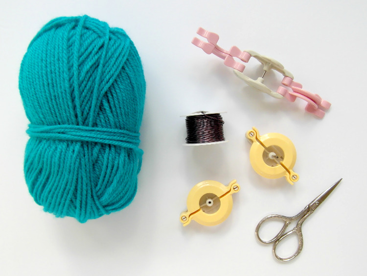 Yarn and Clover pompom maker